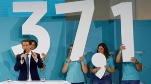 Le chef de l'ÖVP, Sebastian Kurz, a été le vainqueur de ces législatives anticipées. Ici, il s'adresse à ses supporters après élections, le 29 septembre.