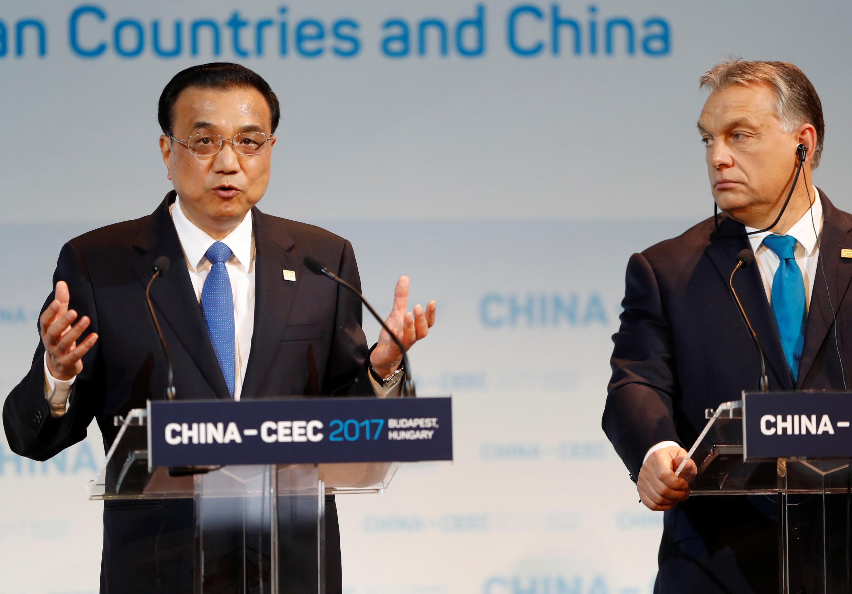 នាយករដ្ឋមន្ត្រីចិន លោក Li Keqiang និងសមភាគីហុងគ្រី លោក Orban ក្នុងជំនួបកំពូល China-CEEC ថ្ងៃទី ២៧វិច្ឆិកា២០១៧