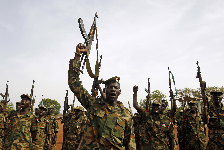 Wanajeshi wa Serikali ya Sudan wakishangilia mjini Bentiu