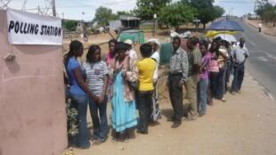 File d'attente pour aller voter à Katutura, le 27 novembre 2009.