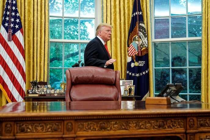 دونالد ترامپ، رئیس جمهوری آمریکا، در حال ترک دفتر کارش در واشنگتن در روز پنجشنبه ۵ سپتامبر ۲۰۱٩ / ۱۴ شهریور ۱۳٩۸