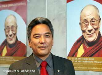 達賴喇嘛駐歐洲特使格桑堅贊(Kelsang Gyaltsen),日期不詳。