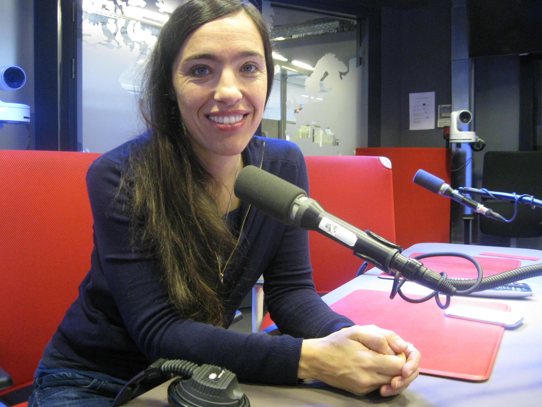 Valentina Carrasco en los estudios de RFI.