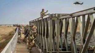 Au Mali, l'armée française sur le pont de Tassiga.