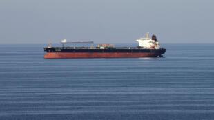 Tàu dầu đi qua eo biển Ormuz. Ảnh minh họa chụp ngày 21/12/2018.