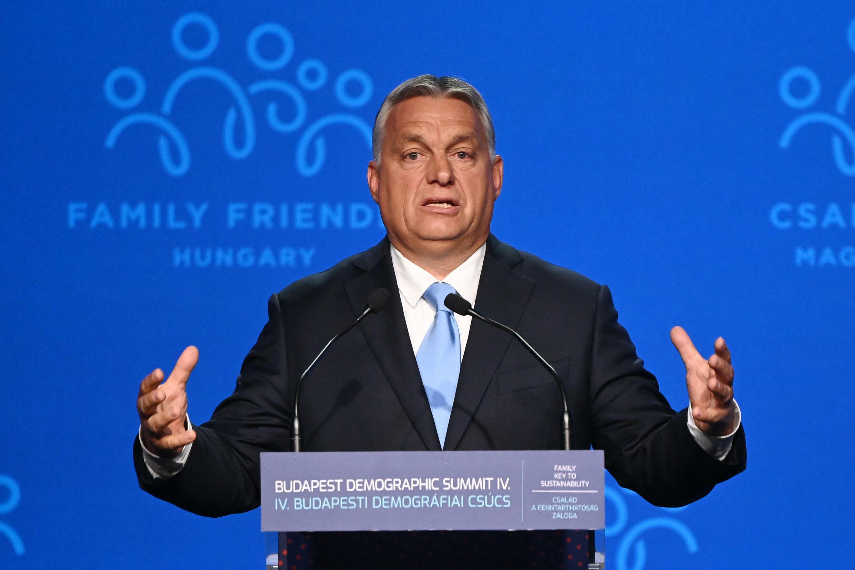 El primer ministro húngaro, Viktor Orban, pronuncia un discurso en el centro cultural Varkert Bazar, en el marco de la cuarta cumbre demográfica, el 23 de septiembre de 2021 en Budapest