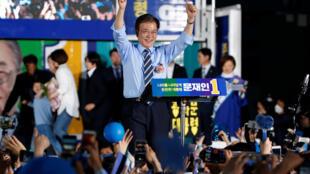 Ông Moo Jae In, ứng viên tổng thống thuộc đảng Dân Chủ Hàn Quốc, trong cuộc vận động tại Seoul, Hàn Quốc, ngày 08/05/2017.