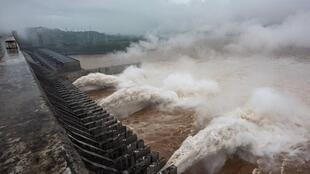 三峽工程瀉洪資料圖片