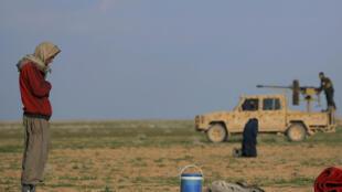 A Baghouz, les combattants de l'Etat islamique ne tiennent plus que quelques pâtés de maisons. (Photo d'illustration prise le 22 février, près du village de Baghouz).