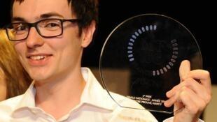 """Alexandre Artaud, ganador del primer lugar en la final francesa  de """"Mi tesis en 180 segundos"""""""