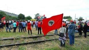 """Os membros dos Trabalhadores Sem-Terra têm tido grandes problemas desde a chegada de Jair Bolsonaro ao poder, que os equipara a """"terroristas"""" (imagem ilustrativa)."""