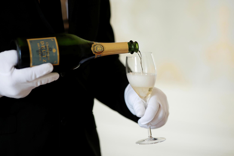 Vendas de champagne podem despencar até 35% neste ano, uma queda histórica.
