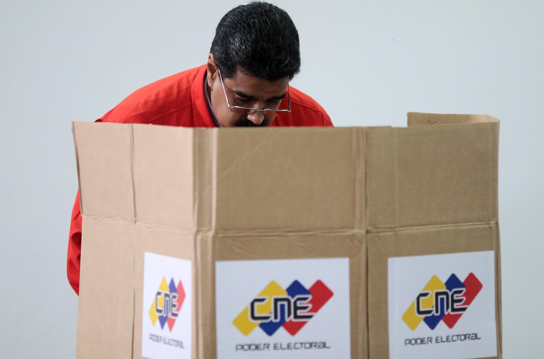 Pelo menos dez pessoas morreram, neste domingo (30), em protestos durante a eleição da Assembleia Constituinte do presidente Nicolás Maduro, rejeitada por vários países.