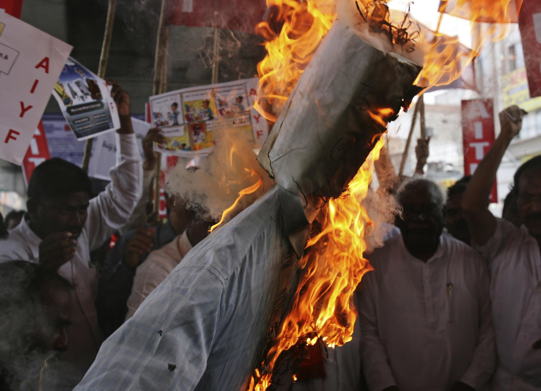 Magoya bayan Hazare na zanga-zanga