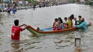 Chennai, la quatrième ville du pays, est sous les eaux, 2 décembre 2015.