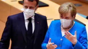 7月18日,德國總理默克爾與法國總統馬克龍在布魯塞爾。