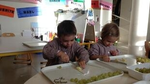 Niños cocinando en la escuela Saint Joseph de Meudon, en la periferia parisina.