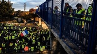 Yellow Vest protesters on the A6 motorway at Villefranche-sur-Saone