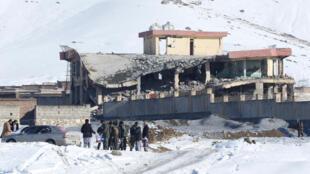 درپی حملهی انتحاری گروه طالبان به یکی از مرکزهای آموزشی امنیت ملی افغانستان در ولایت میدان وردک، ۱۲ تن کشته شدند و نزدیک به ۳۰ تن دیگر زخمی شدند.