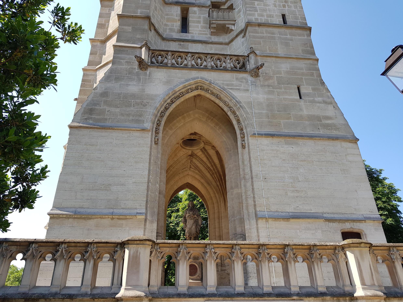 Entrada principal da Torre Saint-Jacques, no 4° distrito de Paris.