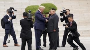 美国总统特朗普与朝鲜领导人金正恩6月30日在三八线会面