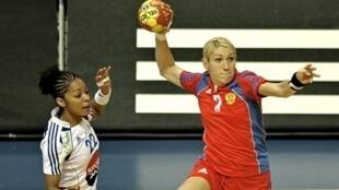 Elena Dmitrieva et les Russes ont surclassé l'équipe de France de Katty Piejos.