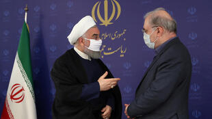 Hassan Rohani portant un masque facial lors d'une réunion, à Téhéran, Iran, le 4 juillet 2020.