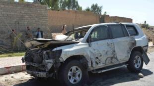 Le gouverneur de la province de Laghman circulait en voiture lorsqu'un kamikaze a lancé son véhicule bourré d'explosifs contre le sien.