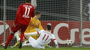 Ocampos marque pour Monaco devant le Bayer Leverkusen, le 26 novembre 2014.