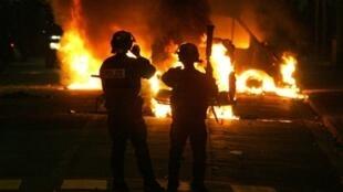 2005年10月28日, 两名少年在变电站触电身亡后,巴黎北郊爆发警民武力冲突。