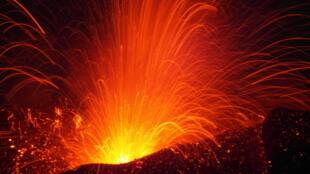 Le volcan Fogo en éruption au Cap-Vert.