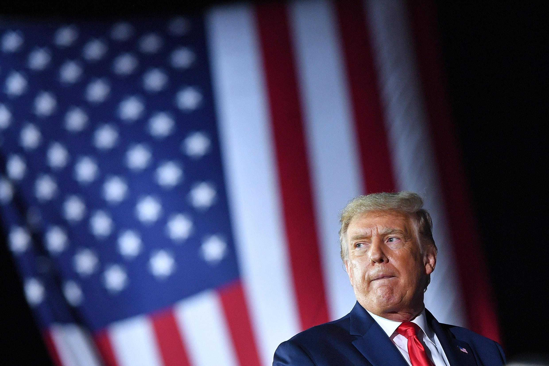 El presidente de Estados Unidos, Donald Trump, hace un gesto durante un mitin de campaña en   Freeland, Michigan, el 10 de septiembre de 2020