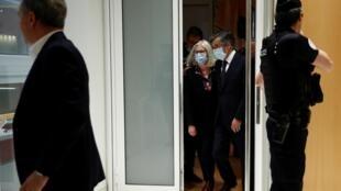 Le couple Fillon au palais de justice, le 29 juin 2020. L'ancien Premier ministre a été condamné à 5 ans de prison dont 2 ferme dans une affaire d'emplois fictifs.