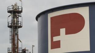 Le groupe suisse Petroplus, premier raffineur indépendant en Europe, a annoncé la mise  en vente de l'usine de Petit-Couronne, à l'arrêt depuis début janvier faute  de pétrole.