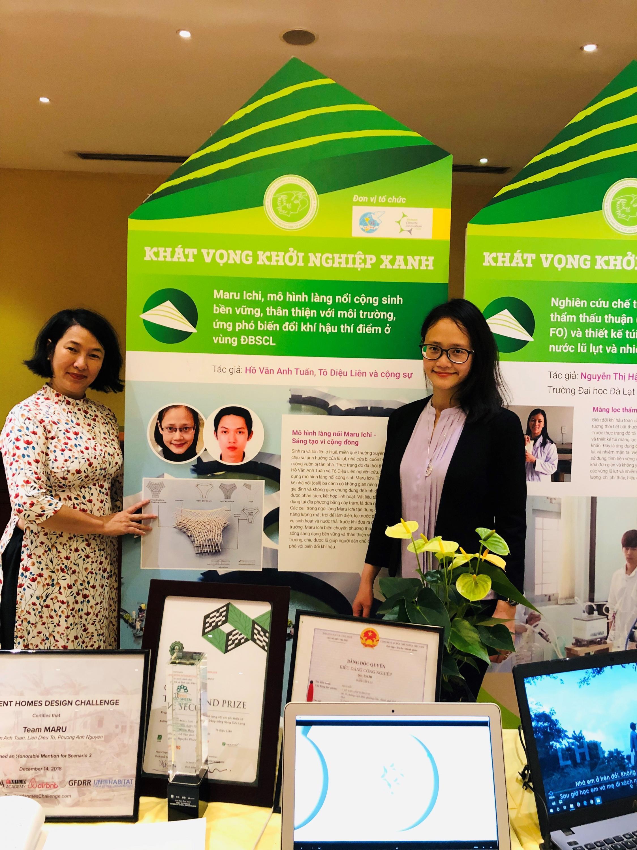 """Tô Diệu Liên giới thiệu dự án Maru Ichi tại triển lãm """"Phụ nữ và tương lai của nền kinh tế xanh"""", tháng 06/2019, Hà Nội."""