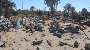 Photo prise à Sabratha, à l'ouest de Tripoli, en Libye, par les autorités de la ville après un raid aérien de l'armée américaine contre un camp d'entraînement de l'organisation EI, le 19 février 2016.