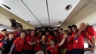 Les footballeurs de « la Roja » ont remonté le moral de la population espagnole, mais cette victoire ne garantit pas à l'Espagne des lendemains qui chantent.