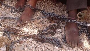Les Erythréens enlevés sont séquestrés dans des «maisons de torture», en général une cave, où ils vivent enchainés les uns aux autres pendant plusieurs mois.