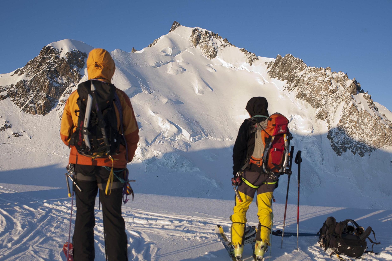 Около 20 000 альпинистов пытаются покорить Монблан каждый год.