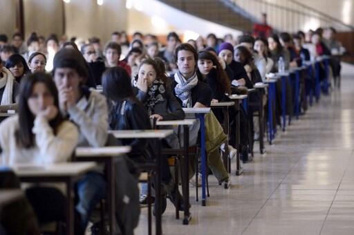 No início do próximo ano letivo, os estudantes não-europeus terão que pagar € 2.770 em uma inscrição para uma licença e € 3.770 para o mestrado, dez vezes mais do que seus colegas europeus.