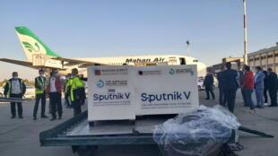 La première cargaison de vaccins en provenance de Moscou a atterri à l'aéroport Imam Khomeini de Téhéran, le 4 février 2021.