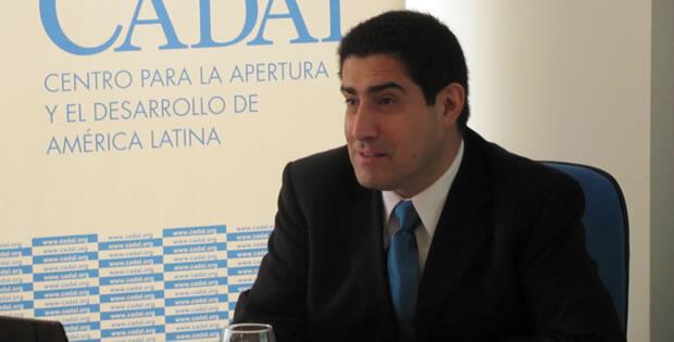 Nuestro entrevistado, Patricio Navia, durante una intervención en el Centro para la Apertura y el Desarrollo de América Latina (CADAL).
