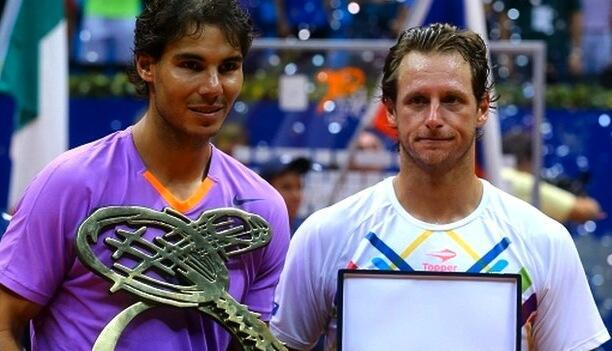 Rafael Nadal akiwa na Taji lake la Brazil Open baada ya kumfunga David Nalbandian huko Sao Paulo