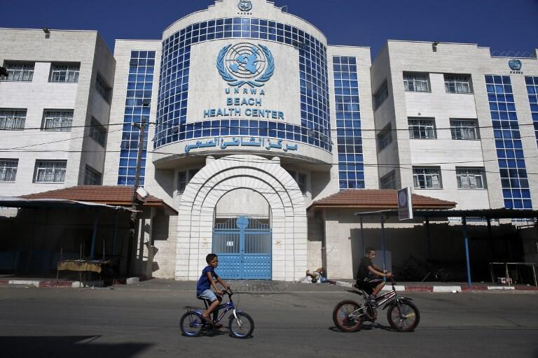 Image d'archive: devant un centre d'urgences de l'UNRWA à Gaza