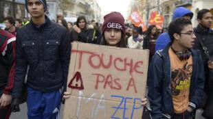 Manifestation concernant les réseaux d'éducation prioritaires. Photo datée du 17 décembre 2014 à Marseille.