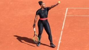 Serena Williams en Roland Garros 2018, con el traje de la discordia.