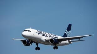Un A320 de la compagnie Aigle Azur atterrit à l'aéroport d'Orly le 6 septembre 2019.