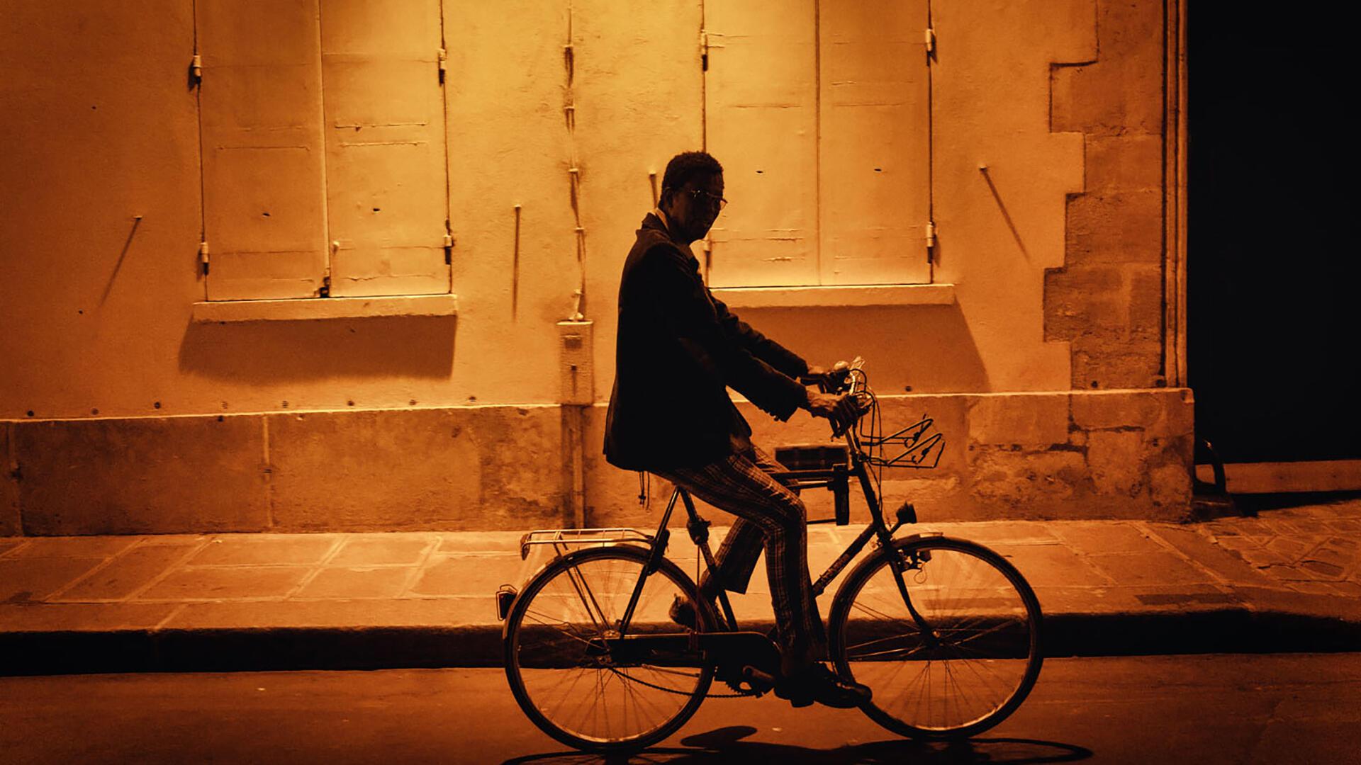 Musique - Wasis Diop à vélo - Maxime de Bollivier - Musiques du monde
