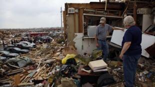 Danos do tornado em Joplin podem chegar a US$ 3 bilhões