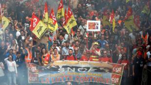 Os dois sindicatos franceses, CGT e Solidaires, apelaram a uma jornada de greve em todo o país